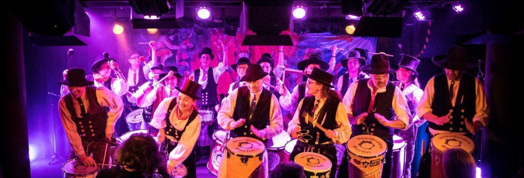 Trommelgruppe HeartBeaters Berlin beim Bremer Sambakarneval